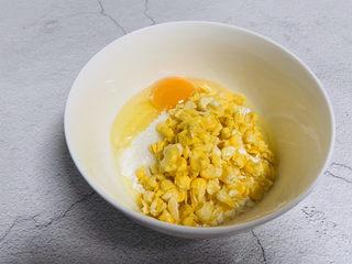 雞蛋玉米餅,倒入玉米粒