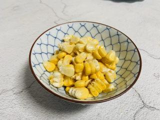 雞蛋玉米餅,玉米剝粒