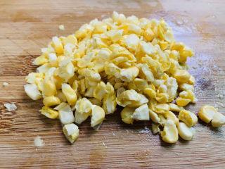 雞蛋玉米餅,玉米粒切碎