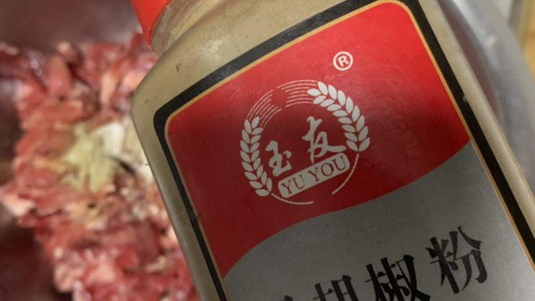 黑胡椒牛柳,放<a style='color:red;display:inline-block;' href='/shicai/ 134333'>黑胡椒</a>