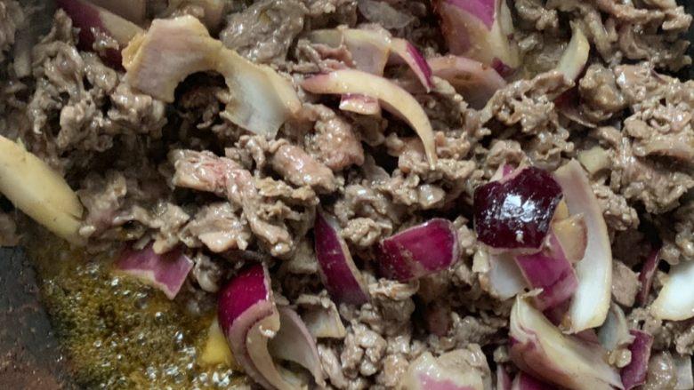黑胡椒牛柳,在放肉开始炒