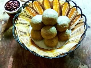 杂粮豆包,一篮杂粮豆包端上餐桌。