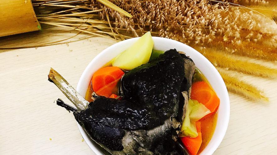 胡萝卜炖乌鸡汤