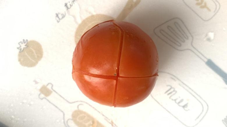 不一样的三明治,<a style='color:red;display:inline-block;' href='/shicai/ 3551'>西红柿</a>划十字刀热水烫一下