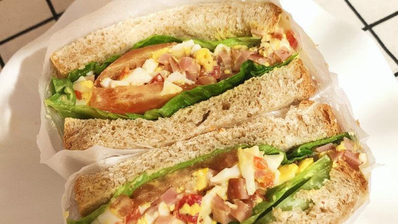 不一样的三明治,最后装盘即可