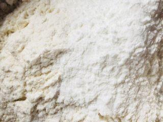 雞蛋玉米餅,混合面粉和玉米淀粉