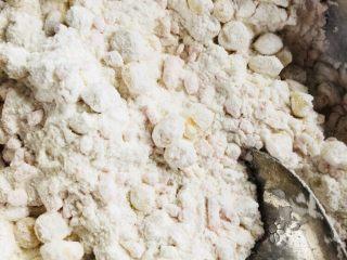 雞蛋玉米餅,加入蒸好的玉米粒和胡蘿卜丁