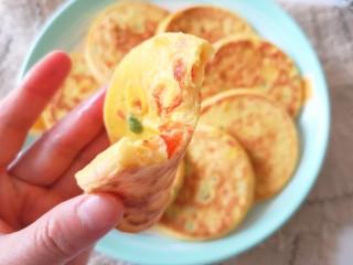 鸡蛋玉米饼,咬一口,软香好吃,口感特别好。