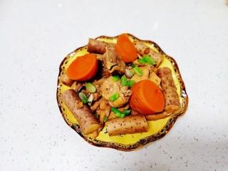 酱炖鸡块、胡萝卜、山药、豆腐串