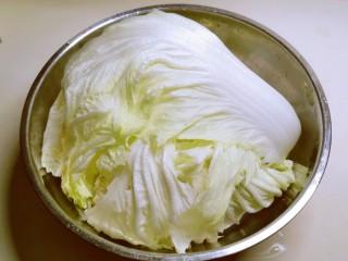 醋溜大白菜,取下几片叶子
