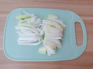醋溜大白菜,白菜帮切寸断。