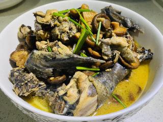 土鸡炖蘑菇