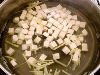 油菜豆腐,水开后煮五分钟
