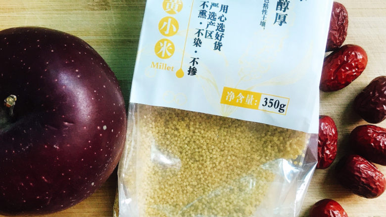小米苹果粥,准备好材料