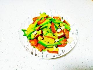 咸鸭蛋炒豆干、西葫芦