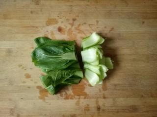 油菜豆腐,大个的菜叶用刀切两段