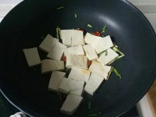 油菜豆腐,加入豆腐块