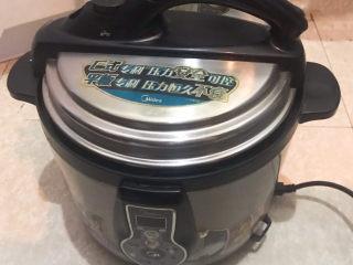 玉米渣粥,用电压力锅煮45分钟