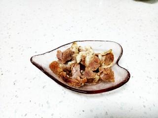 羊肉、上海青糊涂面条,卤羊肉从冰箱冷藏拿出解冻
