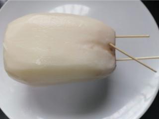 糯米藕,用牙签封住藕一边