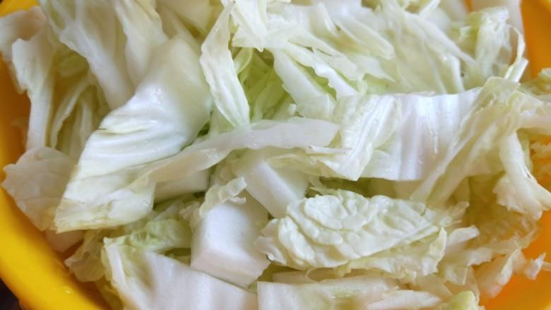 大白菜炖粉条,白菜邦放一盆。