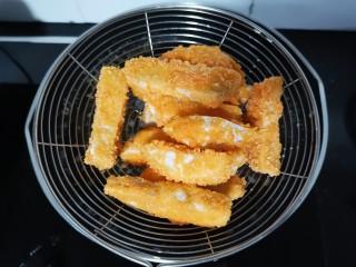 芋头酥,炸至两面金黄捞出沥油