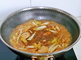 大白菜炖粉条,大火收汤,不需要收干哈,这道菜一定要有些汤汁才好吃。