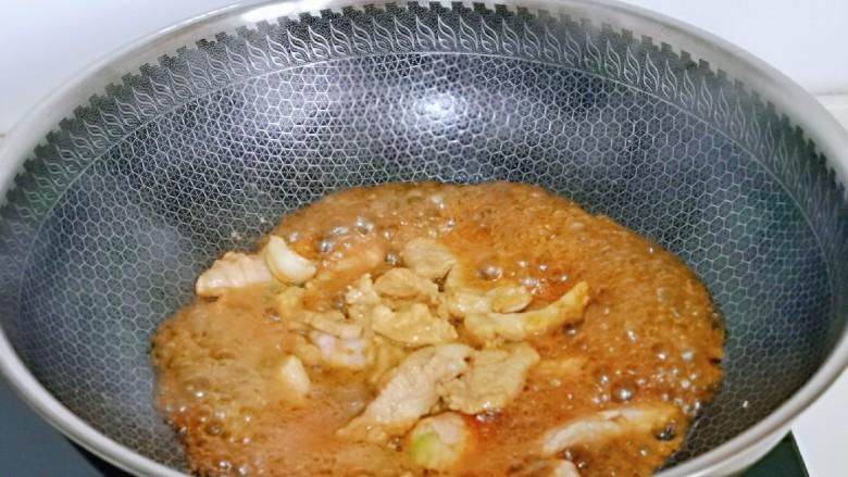 大白菜炖粉条,小火翻炒均匀。