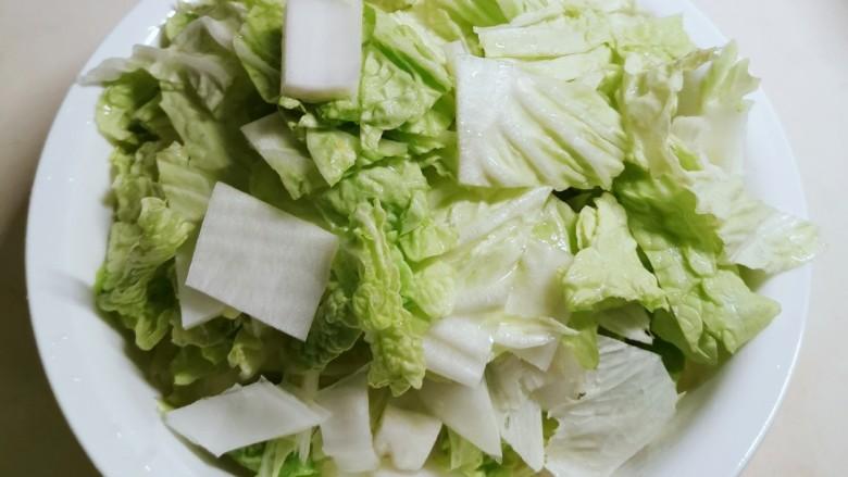 大白菜炖粉条,白菜切块