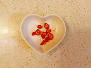大白菜炖粉条,红辣椒切圈