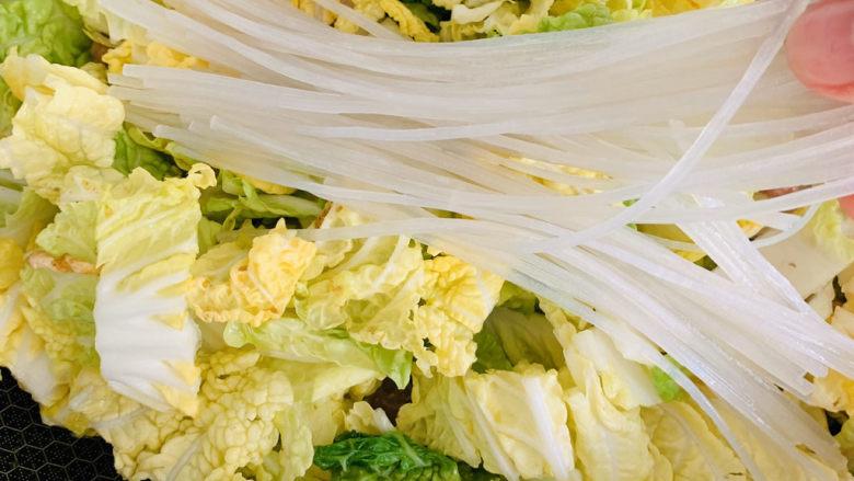 大白菜炖粉条,加入粉条