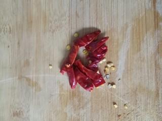 大白菜炖粉条,干红辣椒切段
