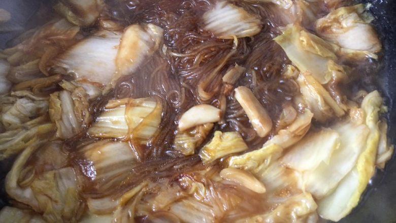 大白菜炖粉条,中小火慢炖5分钟