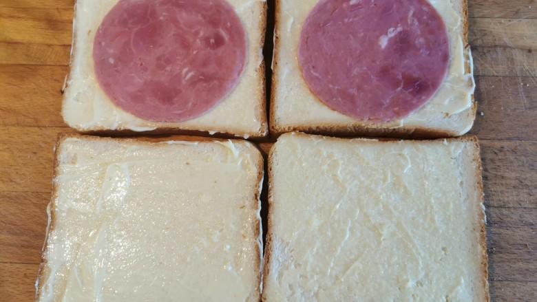 超快手三明治~十分钟就能搞定,铺两片在吐司上