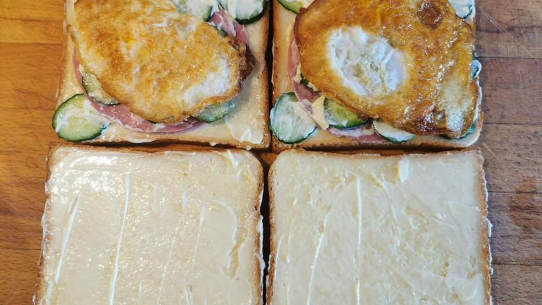 超快手三明治~十分钟就能搞定,鸡蛋铺上去