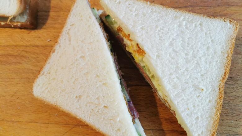 超快手三明治~十分钟就能搞定,中间沿斜角切开