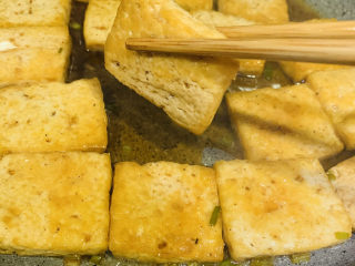 油菜豆腐,焖煮两分钟,就可以了;