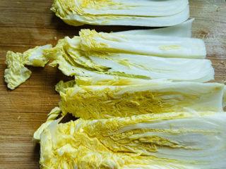 大白菜炖粉条,大白菜清洗干净切成条状