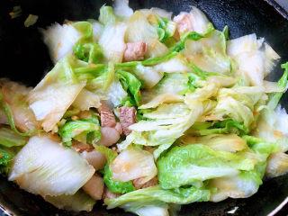 大白菜炖粉条,白菜炒出水份
