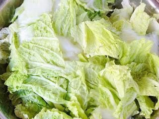 大白菜炖粉条,大白菜洗净片成片状