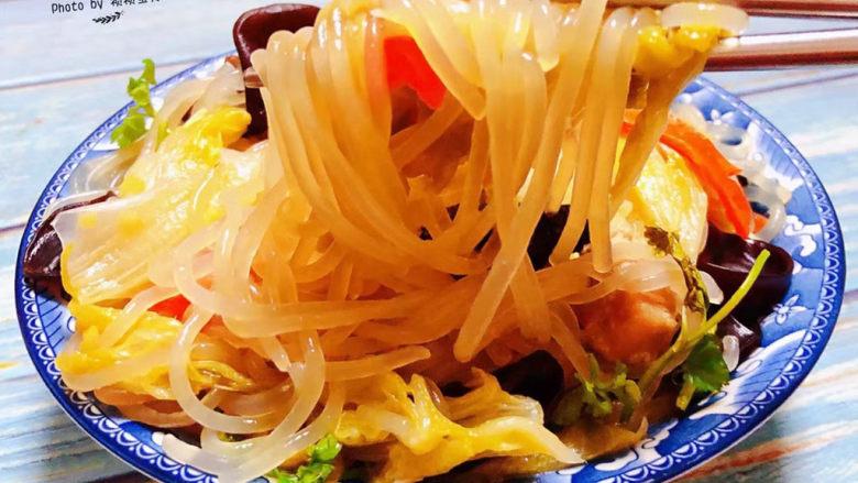 大白菜炖粉条,粉条入口顺滑混搭着大白菜的清香好喜欢