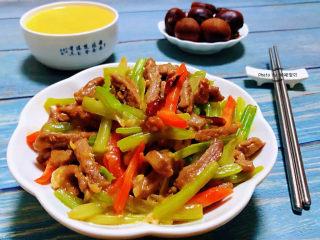 干煸牛肉絲,搭配玉米粥和板栗一起吃營養價值非常豐富