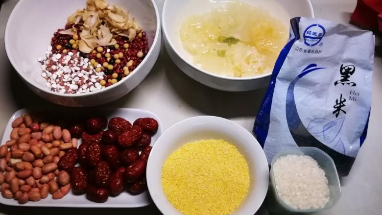 红枣黑米粥,食材准备好