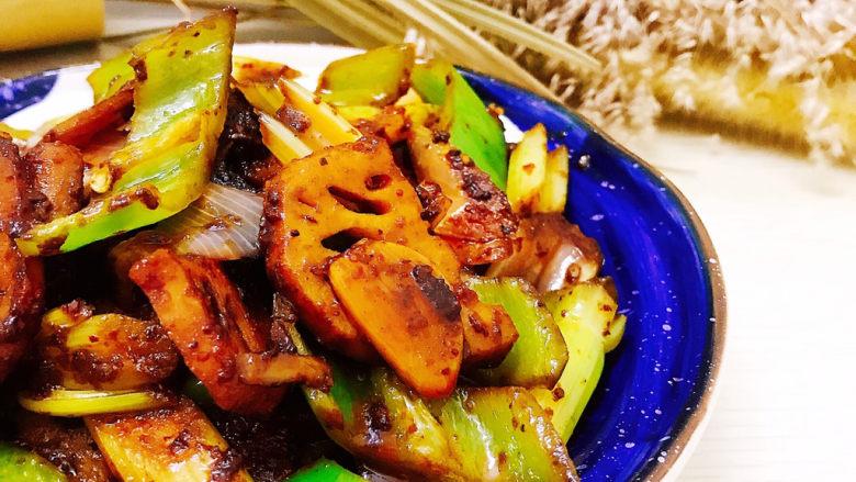 干锅藕片,装盘即可食用。