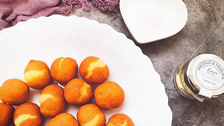 红薯圆子,根据个人口味喜好,喜欢甜食的还可以配着蜂蜜一起吃也不错哦😊