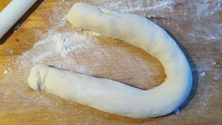 猪肉白菜包子,搓成长条