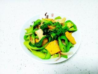 青椒炒豆腐、鸡肉、油菜