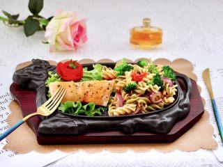 香煎三文魚&炒意面