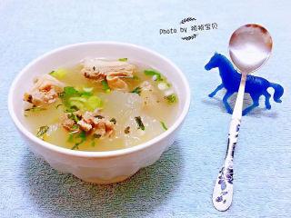 羊骨头汤,放入调味料盐、黑胡椒粉、醋、味精调味均匀即可享用