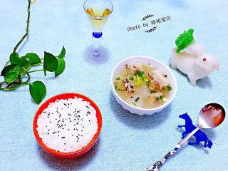 羊骨头汤,羊骨头和冬瓜的营养价值都非常丰富经常食用对身体有益处